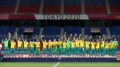 Seleção do Brasil rejeita camisas patrocinadas pela China na cerimônia da medalha de ouro olímpica