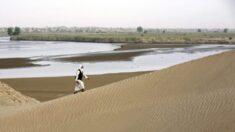 Região mais seca da China sofre inundações e parte de um dos maiores desertos se transforma em lago