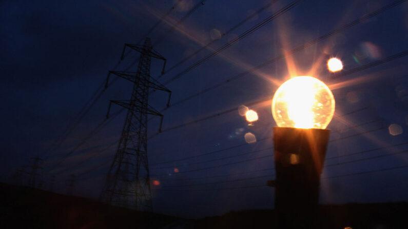 Bolsonaro faz apelo para a população economizar energia: 'problema é sério'