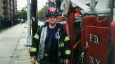 Irmão de bombeiro que morreu no 11 de setembro viaja mais de 804 quilômetros para homenagear sacrifício dos primeiros socorristas
