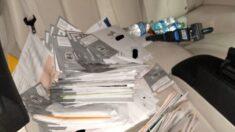 Mais de 300 cédulas de correio sāo encontradas em carro de homem na Califórnia, diz polícia