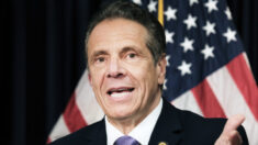 Assembleia de Nova Iorque suspende investigação de impeachment contra Cuomo