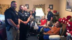 A polícia visita uma idosa necessitada compra sua comida e uma geladeira nova
