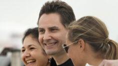 'Dois Michaels' retornam ao Canadá após quase 3 anos de cativeiro na China
