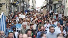 Dezenas de milhares de pessoas se juntam ao protesto contra medidas da COVID-19 na França