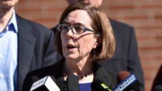 Polícia de Oregon e bombeiros processam governadora por mandato de vacina COVID-19
