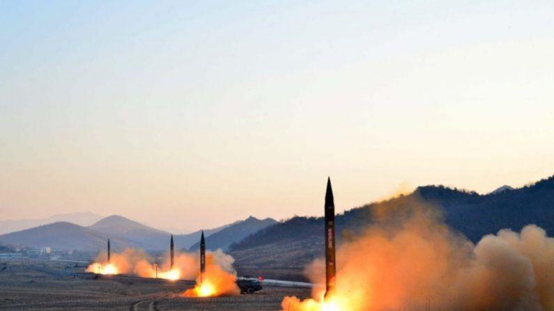Coreia do Norte lança mísseis balísticos no mar entre o Japão e a península coreana
