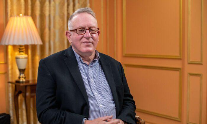 Trevor Loudon: ou o PCC acaba ou precisaremos lutar por nossa sobrevivência