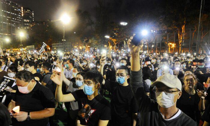 Nove ativistas de Hong Kong sāo condenados à prisão devido a vigília do Tiananmen em 2020