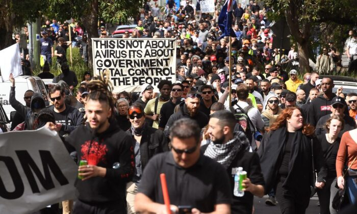 Australianos nas principais cidades resistem aos 'lockdowns' e vacinaçāo obrigatória