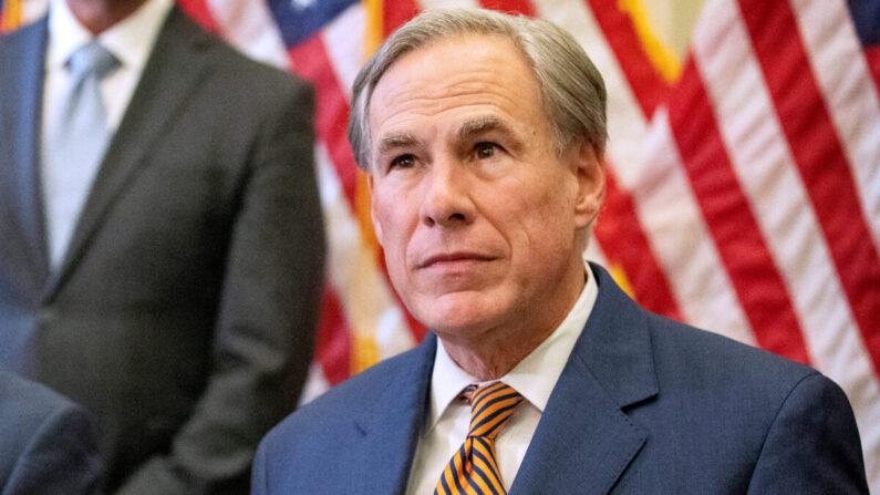 Governador do Texas emite ordem executiva que proíbe imposição de vacinas obrigatórias a qualquer entidade