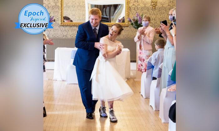 Noiva realiza sonho de chegar ao altar após 29 anos de luta contra paralisia cerebral