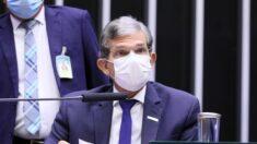 Presidente da Petrobras alerta para desabastecimento se houver interferência no preço da gasolina