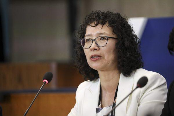 Yuhua Zhang, um praticante do Falun Gong que sobreviveu à perseguição na China, fala na Ministerial para o Avanço da Liberdade Religiosa no Departamento de Estado em Washington em 17 de julho de 2019 (Samira Bouaou / The Epoch Times)