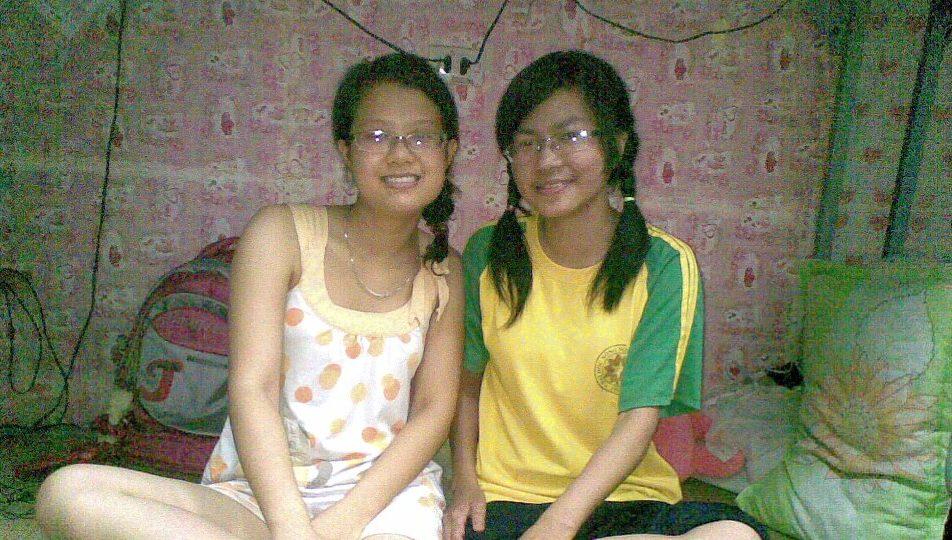 O escritor (à direita) em seu primeiro ano universitário (Nguyen-Thu-Trang)