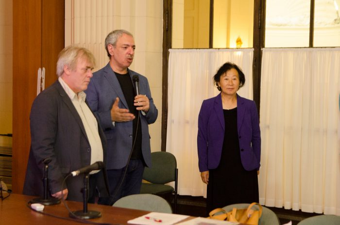 Da esquerda à direita: o Legislador Gustavo Vera, o legislador Omar Abboud e a Sra. Yu Zhenjie, na Comissão de Tráfico da Assembléia Legislativa da Cidade de Buenos Aires, em 14 de dezembro de 2016. (The Epoch Times)