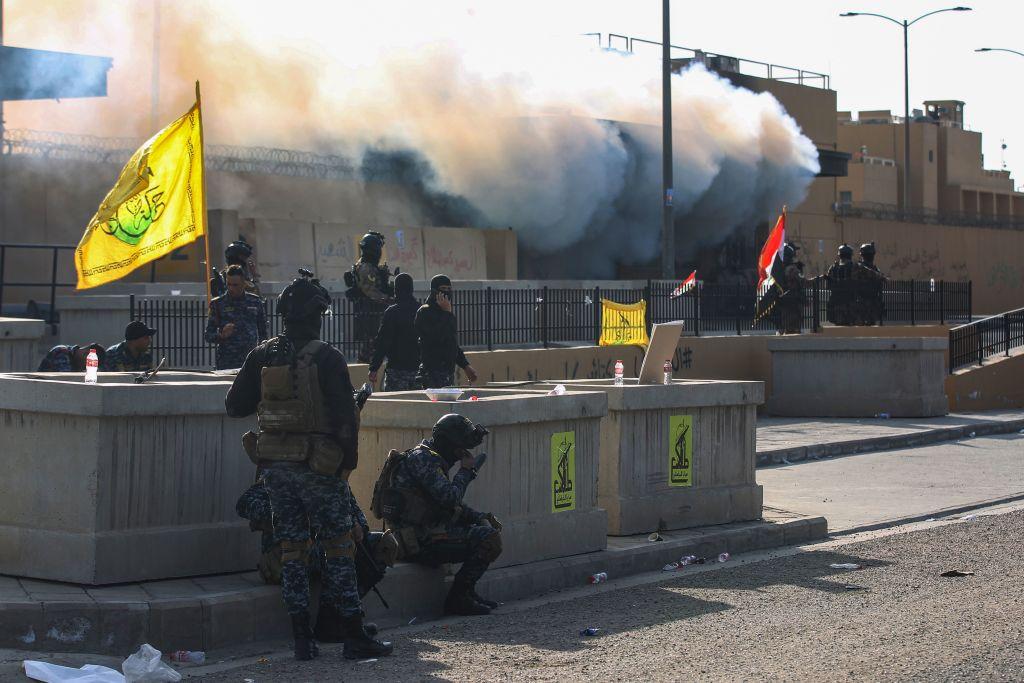 fuerzas de seguridad iraquíes están desplegadas frente a la embajada estadounidense en la capital, Bagdad