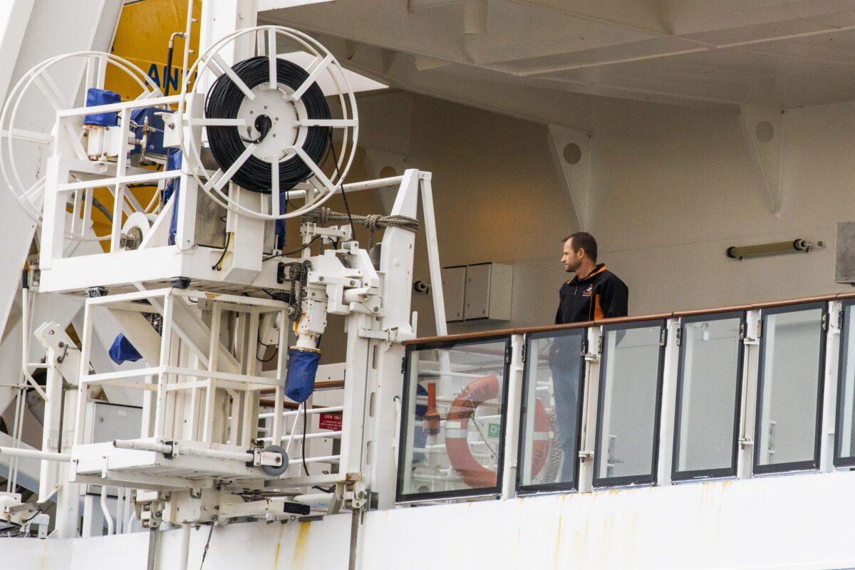 Um homem no Hino dos Mares da Royal Caribbean em Bayonne, Nova Jersey, em 7 de fevereiro de 2020 (Eduardo Muñoz Álvarez / Getty Images)