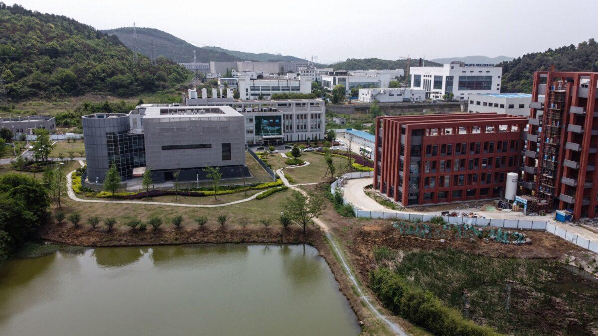 O Laboratório P4 (I) do Instituto de Virologia de Wuhan, na província central de Hubei, China, em 17 de abril de 2020 (Hector Retamal / AFP via Getty Images)