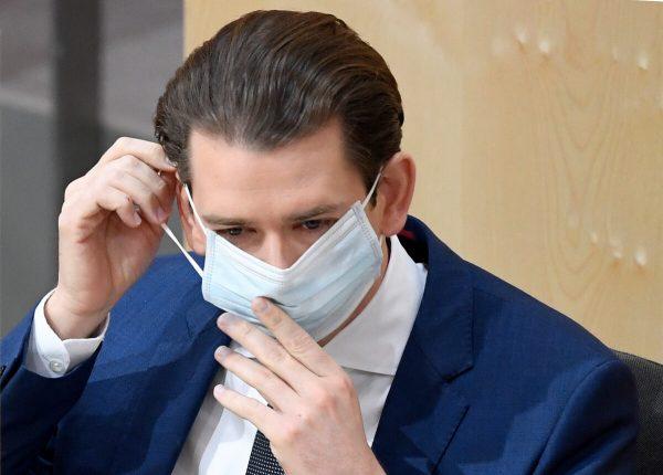 Máscaras são eficazes na redução da detecção do vírus durante respiração, diz estudo