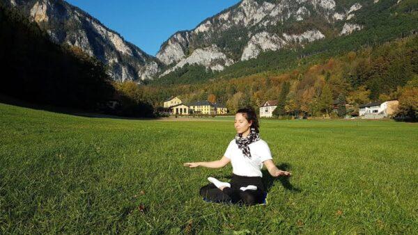 Ani Asvazadurian meditando na ilha de Reichenau, Alemanha (Cortesia de Ani Asvazadurian)