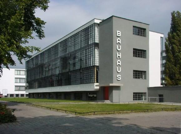 """O edifício """"Bauhaus"""", em Dessau, na Alemanha (Domínio público)"""