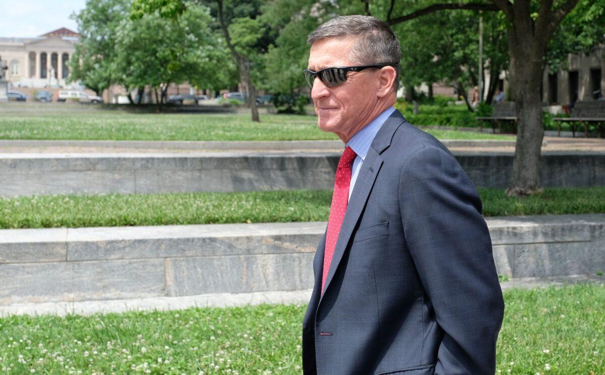 O ex-conselheiro de segurança nacional do presidente Donald Trump, Michael Flynn, deixa o tribunal americano E. Barrett Prettyman em Washington em 24 de junho de 2019 (Alex Wroblewski / Getty Images)