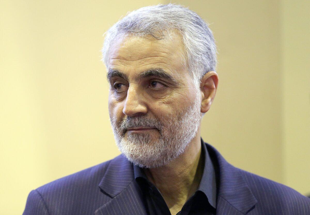 O comandante da Força Quds da Guarda Revolucionária Iraniana, general Qassem Soleimani, é visto no Teerã em 14 de setembro de 2013 (Mehdi Ghasemi / ISNA / AFP via Getty Images)