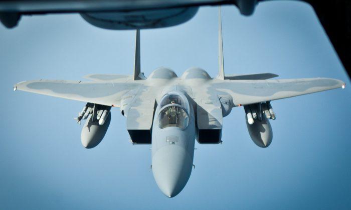 Os caças F-15 Eagle, como o visto aqui, também estão entre os aviões que participam do Vigilant Ace (Benjamin Chasteen / The Epoch Times)