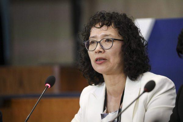 Yuhua Zhang, praticante do Falun Dafa que sobreviveu à perseguição na China, fala na Conferência Ministerial do Departamento de Estado para Promover a Liberdade Religiosa em Washington em 17 de julho de 2019 (Samira Bouaou / The Epoch Times)