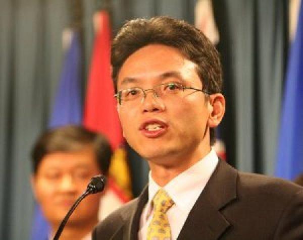 O ex-diplomata chinês Chen Yonglin, que desertou em 2005, fala em um ato no Parlamento de Ottawa, em uma foto de arquivo (Matthew Hildebrand / The Epoch Times)