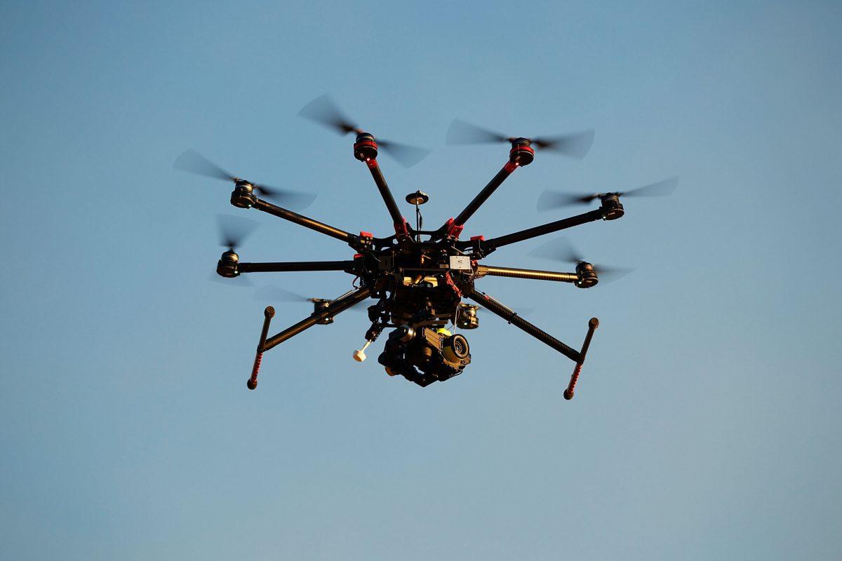 Um drone DJI s1000 personalizado operando em Palm Beach, em Sydney, Austrália, em 4 de julho de 2014 (Brendon Thorne / Getty Images)