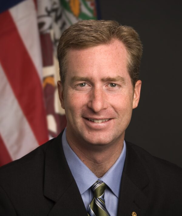 David Bulova, delegado que representa o 37º Distrito da Virginia, no coração de Fairfax, Virginia (Cortesia de David Bulova Office)