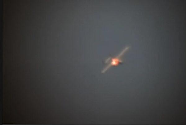 O vídeo mostra um drone sendo apontado e desativado por um Demonstrador do Sistema de Arma a Laser de Maturação de Estado Sólido (LWSD) a bordo do USS Portland em 1º de maio de 2020 (Departamento de Defesa / Marinha)