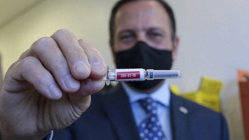 Doria assina contrato e prevê vacina a partir de 15 de dezembro para médicos