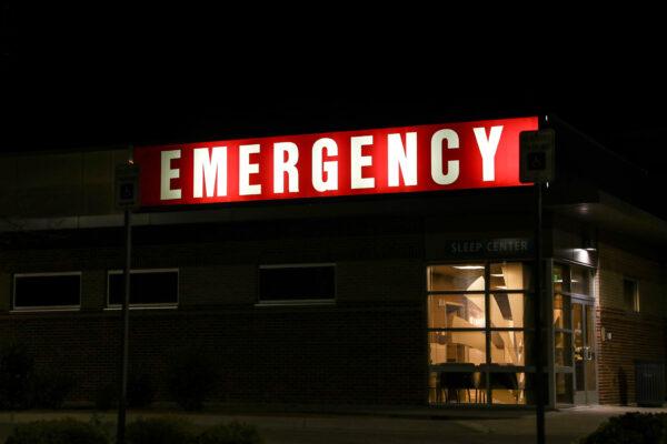 Uma placa do departamento de emergência em Pueblo West, Colorado, em 29 de setembro de 2020 (Charlotte Cuthbertson / The Epoch Times)