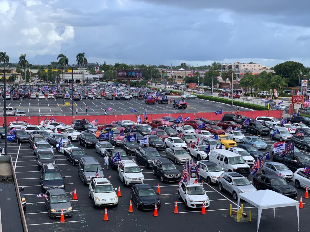 """Mais de 30.000 carros participaram da """"Caravana Anticomunista pela Liberdade e Democracia"""" em Little Havana, Miami, em 10 de outubro de 2020 (Cortesia de Orlando Gutiérrez-Boronat)"""