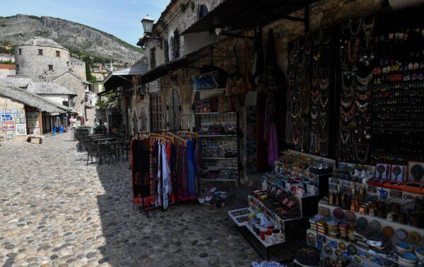 A antiga área histórica de Mostar, Bósnia e Herzegovina, em 8 de maio de 2020 (ELVIS BARUKCIC / AFP via Getty Images)