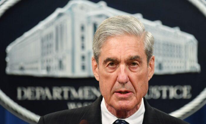 O conselheiro especial Robert Mueller discute a investigação sobre a interferência russa na eleição presidencial de 2016, no Departamento de Justiça dos EUA em Washington, DC, em 29 de maio de 2019 (MANDEL NGAN / AFP via Getty Images)