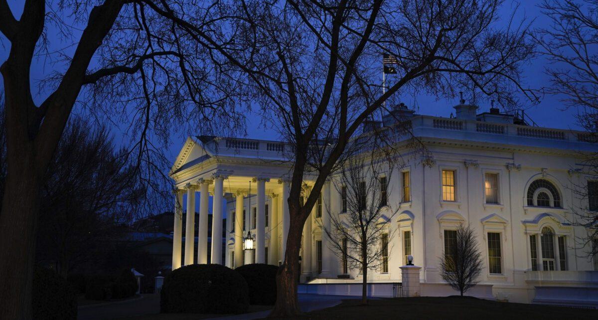 A Casa Branca ao anoitecer em Washington em 5 de fevereiro de 2020 (Drew Angerer / Getty Images)