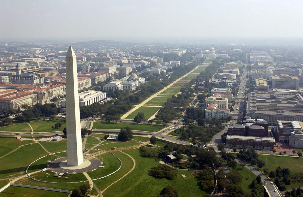 Foto aérea do Washington Memorial com o Capitólio ao fundo em Washington D.C. nesta foto de arquivo (Andy Dunaway / USAF via Getty Images)