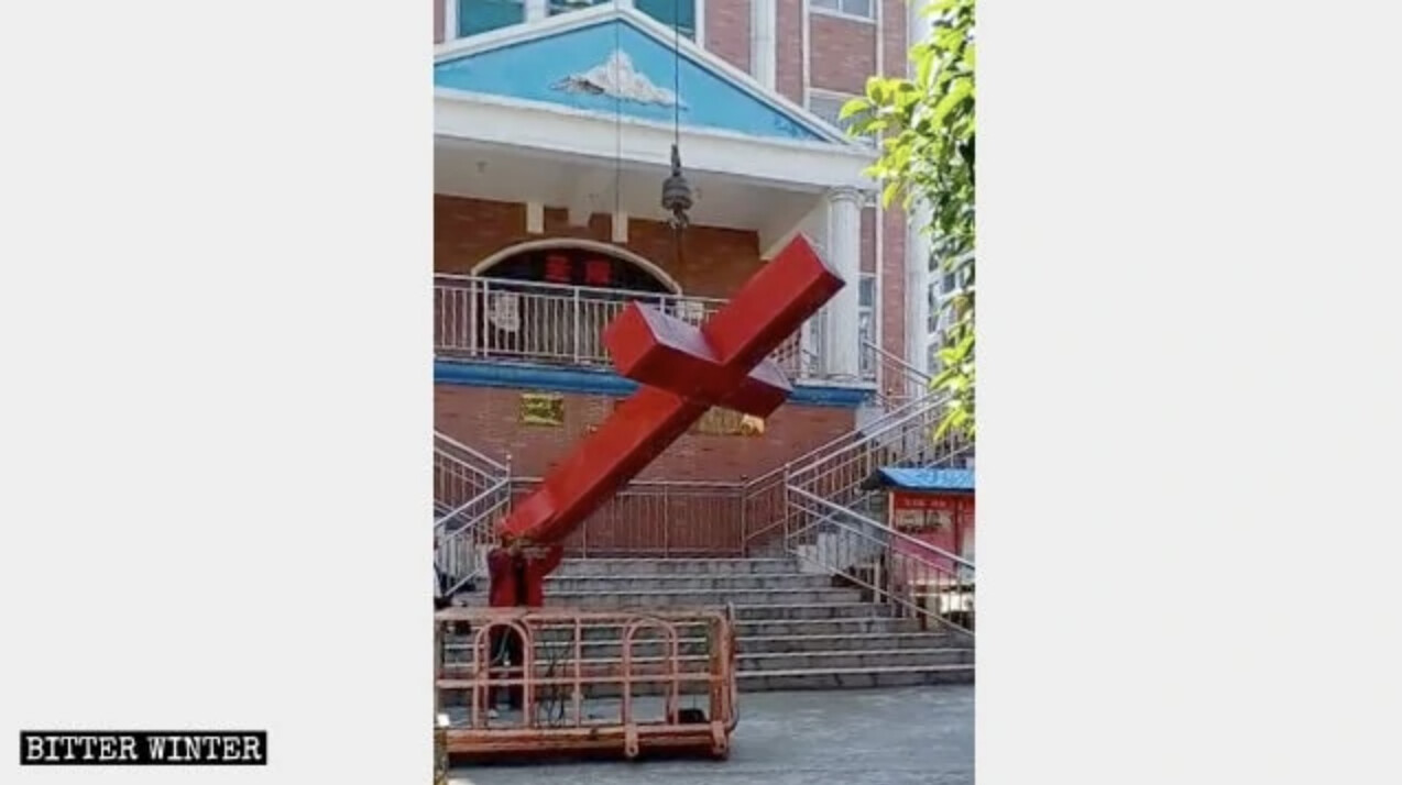 Cruz removida da Igreja Hancheng no Condado de Hanshan, 28 de abril de 2020 (Cortesia de Bitter Winter)