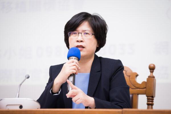 A advogada de direitos humanos de Taiwan, Theresa Chu, em um painel no Legislative Yuan em Taipei, Taiwan, em 8 de dezembro de 2017 (Chen Po-chou / The Epoch Times)