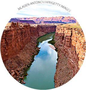 Rio Colorado em Marble Canyon, Arizona, em 18 de maio de 2015. Uma seca de 16 anos ameaça o abastecimento de água doce para 40 milhões de pessoas nos Estados Unidos e no México.  Um acordo de compartilhamento de água entre as nações expira no final de 2017.