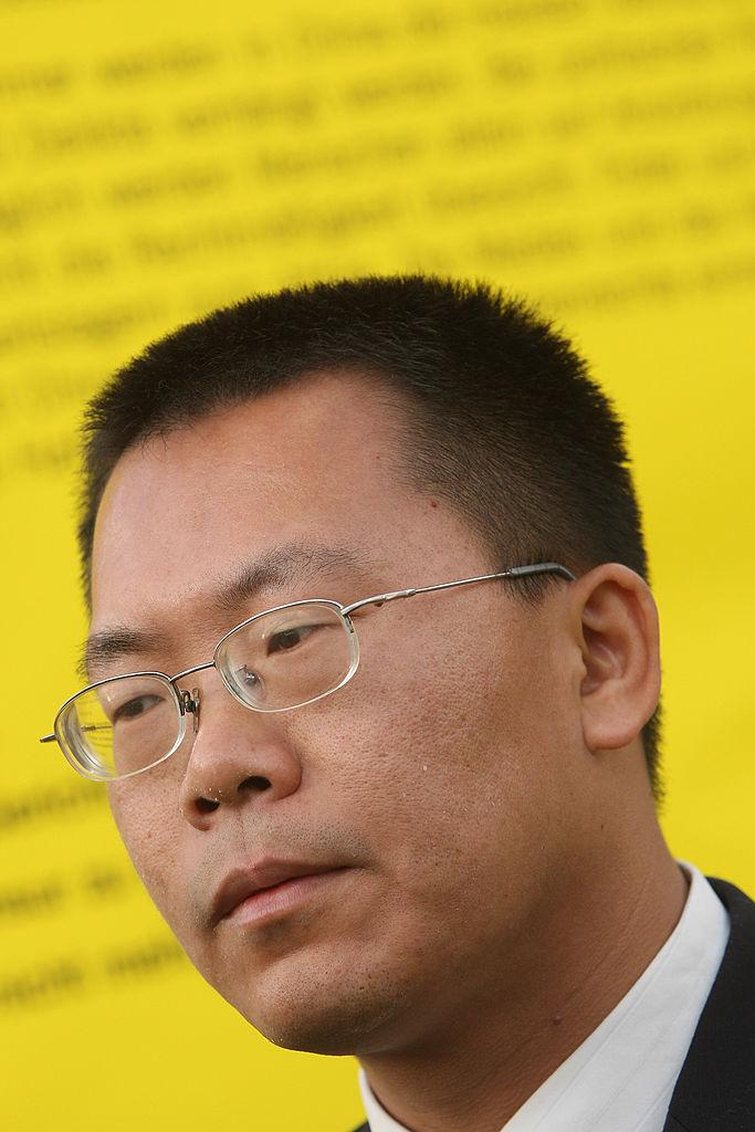 O advogado chinês de direitos humanos Teng Biao participa de um evento patrocinado pela Amnistia Internacional para protestar pela melhoria dos direitos humanos na China no dia 7 de dezembro de 2007, em Berlim, Alemanha (Sean Gallup/Getty Images)